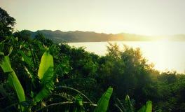 Lever de soleil au lac Bosumtwi de cratère photographie stock libre de droits
