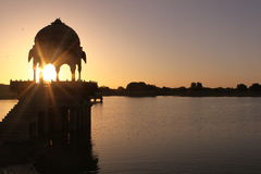 Lever de soleil au lac gadi Sagar Images libres de droits