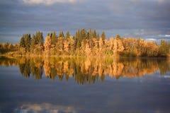 Lever de soleil au lac grisâtre Photographie stock libre de droits
