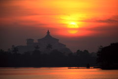 Lever de soleil au lac Inya Image stock