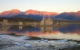 Lever de soleil au lac mono Photo stock
