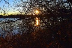 Lever de soleil au lac Ovid Images stock