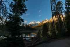Lever de soleil au lac string image libre de droits