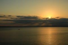 Lever de soleil au lac Texoma avec des nuages Image stock