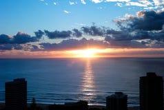 Lever de soleil au paradis de surfers Photo stock