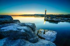 Lever de soleil au phare de Paquis, ville de Genève Image libre de droits