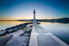 Lever de soleil au phare de Paquis, ville de Genève Image stock