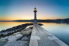 Lever de soleil au phare de Paquis, ville de Genève Photo libre de droits