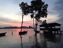 Lever de soleil au port Dara Images stock
