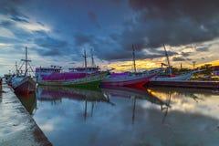 Lever de soleil au port de Paotere Image libre de droits