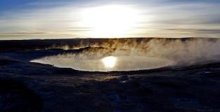 Lever de soleil au site géothermique de Geysir, la triangle d'or, Islande Photographie stock