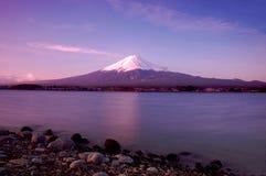 Lever de soleil au support Fuji Images libres de droits