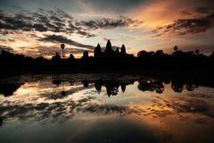 Lever de soleil au temple d'Angkor Image stock
