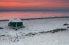 Lever de soleil au village de pêche, mer baltique, Lettonie Photographie stock