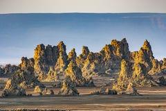 Lever de soleil autour des cheminées volcaniques de l'Abbe de laque Photo stock