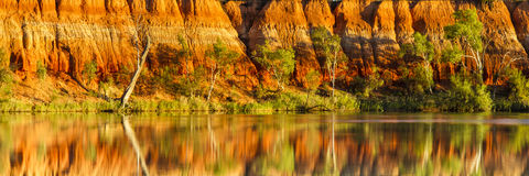 Lever de soleil aux falaises rouges Image libre de droits