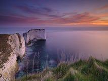 Lever de soleil aux roches de vieux Harry, Studland, Dorset, R-U photos libres de droits