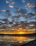 Lever de soleil avec des nuages de tempête de clairière Photos libres de droits