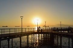Lever de soleil avec des pêcheurs Photographie stock libre de droits