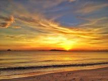 Lever de soleil avec le beau nuage Image libre de droits