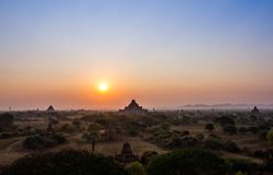 Lever de soleil de Bagan photo stock