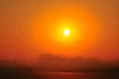Lever de soleil brumeux Photographie stock