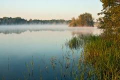 Lever de soleil brumeux Photo stock