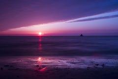 Lever de soleil côtier Images libres de droits