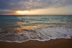 lever de soleil calme d'océan tropical images libres de droits
