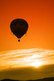 Lever de soleil chaud de ballon à air Images stock