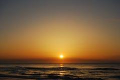 Lever de soleil chaud de ressort sur l'île de chasse, OR Etats-Unis Photos stock