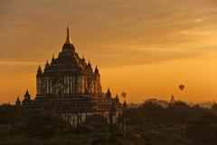 Lever de soleil chez Bagan image libre de droits