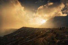 Lever de soleil chez Kawah Ijen, vue panoramique Image libre de droits