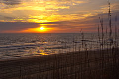 Lever de soleil chez l'Océan Atlantique Photographie stock