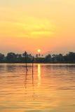Lever de soleil chez Mae Klong River, secteur d'Amphawa, province de Samut Songkhram, Thaïlande Image libre de droits