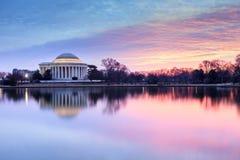 Lever de soleil coloré par arc-en-ciel de Washington DC Photo stock