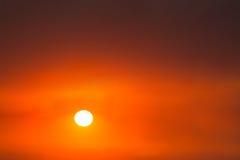 Lever de soleil, coucher du soleil, couleurs rouges, fond Photo libre de droits