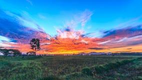 Lever de soleil crépusculaire de temps Photo libre de droits