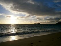 Lever de soleil de début de la matinée sur la plage de Waimanalo Images libres de droits