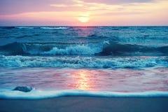 Lever de soleil de début de la matinée sur la plage de Waimanalo sur Oahu Image libre de droits