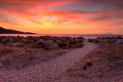 Lever de soleil d'automne dans les nuages de l'inversion Photo libre de droits