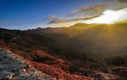 Lever de soleil d'hiver chez Lungthang, Sikkim Image stock