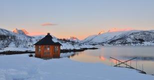 Lever de soleil d'hiver sur Stonnesbotnen, Senja Photo stock