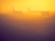 Lever de soleil dans l'aéroport Photos stock
