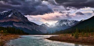 Lever de soleil dans l'arc River Valley images libres de droits