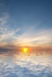 Lever de soleil dans l'océan Photographie stock libre de droits