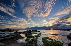 Lever de soleil dans la baie de Burgas Photographie stock