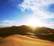 Lever de soleil dans le désert Photo stock