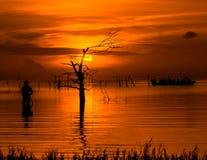 Lever de soleil dans le lac Phatthalung Thaïlande de songkhla Image libre de droits