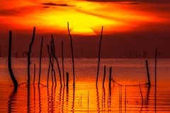 Lever de soleil dans le lac Phatthalung Thaïlande de songkhla Images libres de droits